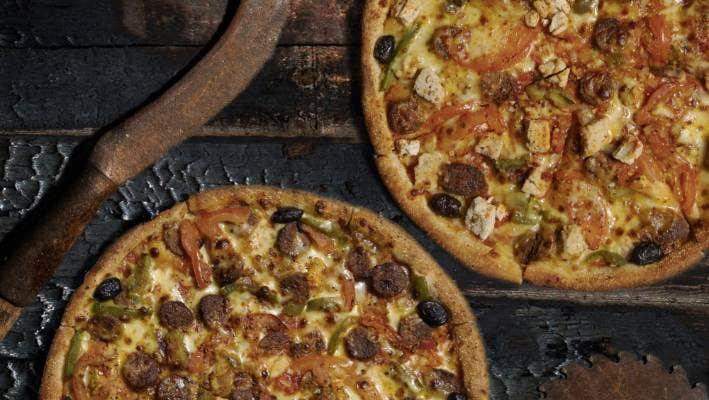 "Hell's debuts ""world's first"" hemp-chicken pizza"