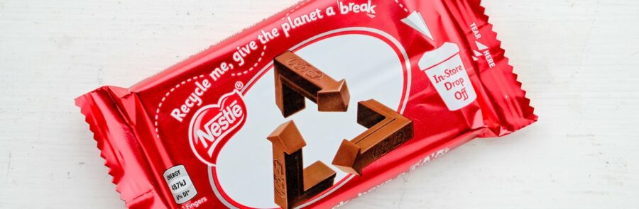 KitKat updates logo with recycling message